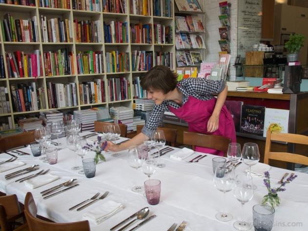 Rūpīga attieksme pret galda noformēšanas detaļām