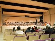 Šodien Ziedoņa zālē skanēja trīs koncerti Liepājas simfoniskā orķestra izpildījumā. Tā kā fotografēts nebija ļauts, šeit tikai kadrs pirms koncerta sākuma.
