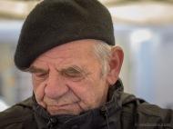 Podnieks Leonīds Kupčs no Vecumniekiem. Viņam bija ļoti skaisti šķīvji un bļodas.