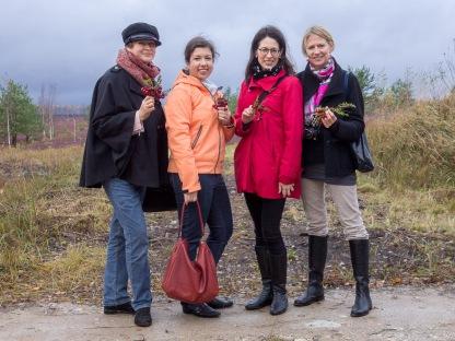 Ēdienu blogeres Sandra Ošiņa, Linda Tellgrena un Krista Baumane kopā ar US Embassy Rīga pāstāvi Sharon Hudson-Dean