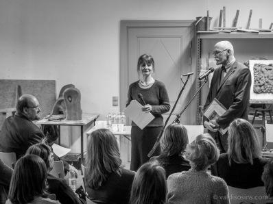 """Tulkotājs Jānis Krastiņš kopā ar savu redaktori Aiju Lāci lasīja fragmentus no Josefa Škvorecka grāmatas """"Cilvēka dvēseles inženiera stāsts"""""""