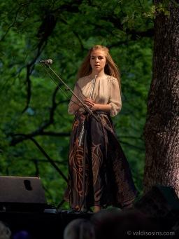 Jaunā flautiste Beāte Karlsberga