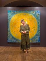 Māksliniece Daina Dagnija pie savas gleznas