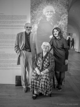 Kroļļu ģimene: Izabella Krolle, Inguna Krolle-Irbe un Gunārs Krollis