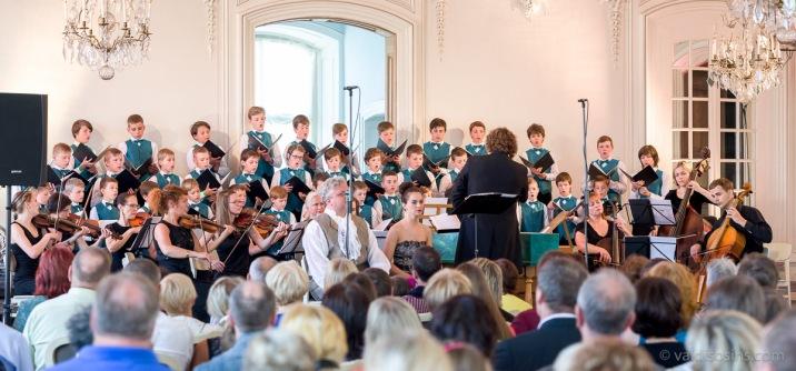 Orķestris kopā ar Rīgas Doma skolas zēnu kori